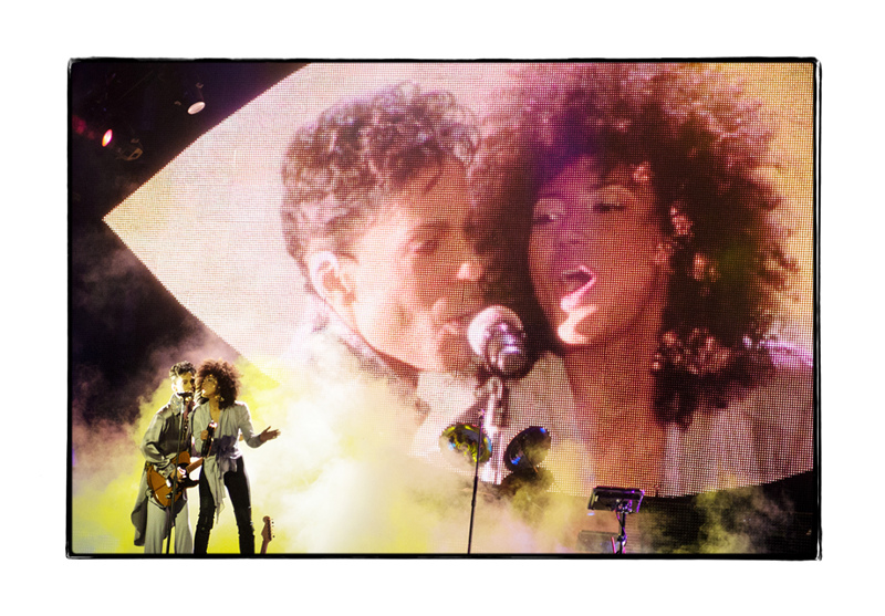 Prince performing a duet with Andy Allo during his concert - his new girlfriend ?
